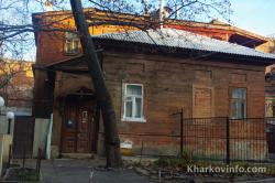 house next to gostiniy dvor